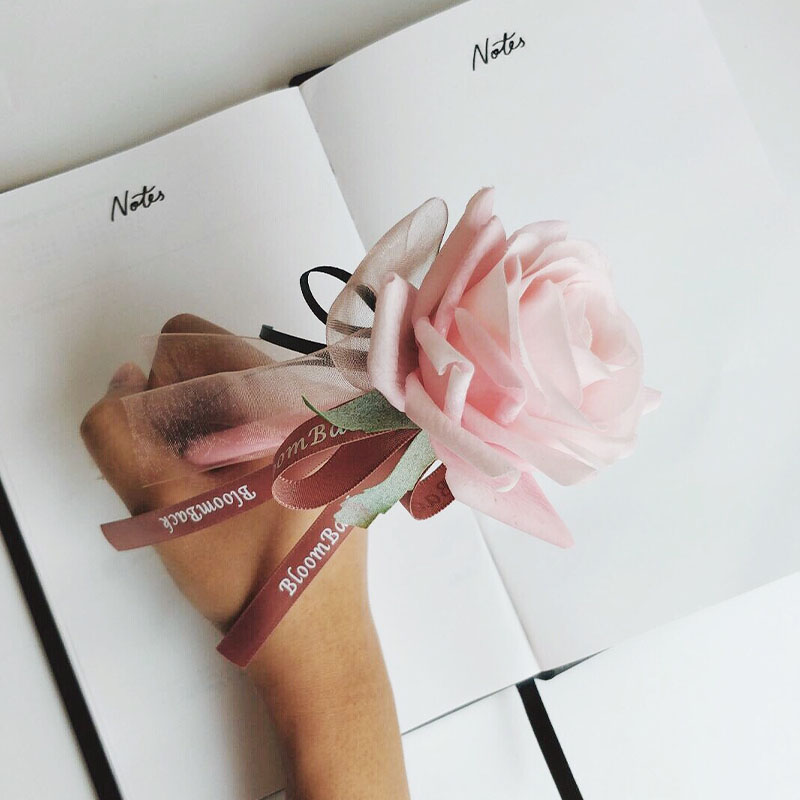 Pen with light pink rose