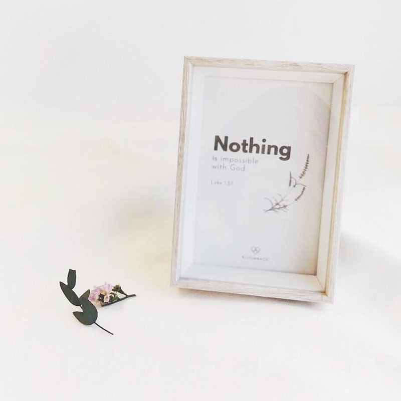 """""""Nothing is impossible"""" card in wooden photo grame"""
