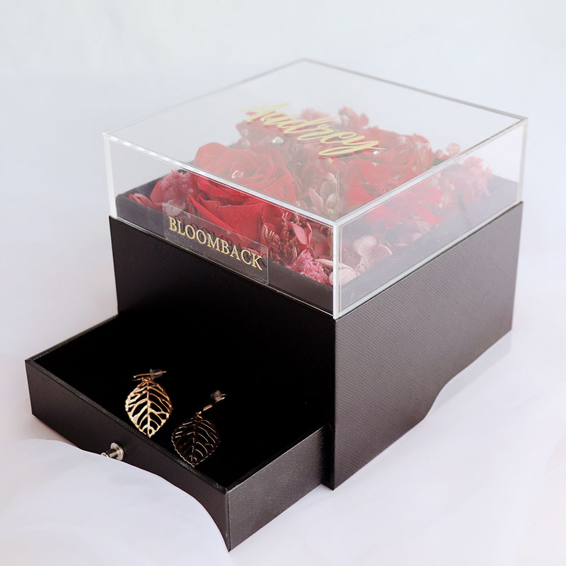 5 preserved roses in acrylic box